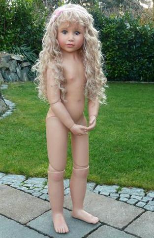 338Испанская куколка Марта трахается с суженным прямо возле бассейна